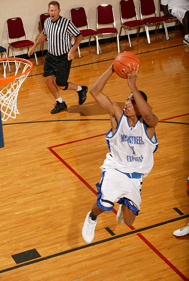 At the 2006 Peach Jam tournament, Derrick Rose put up 21 points, 14 rebounds and 12 assists in a matchup with O.J. Mayo, then considered the best guard in the class of 2007.