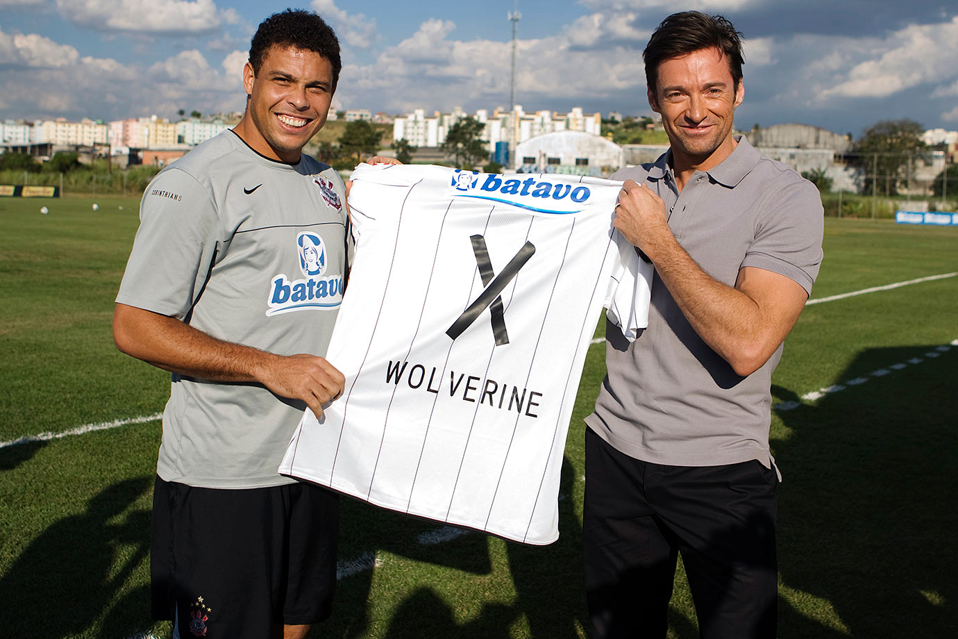 Ronaldo presents Hugh Jackman with a Corinthians jersey embroidered with the name Wolverine and the number 'X' to promote Jackman's movie 'X-Men Origins: Wolverine.'