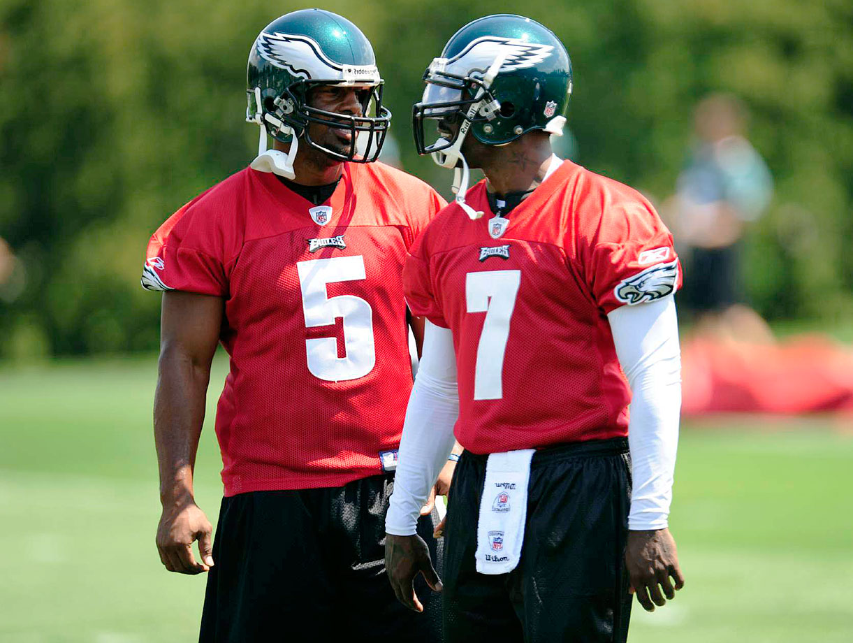 Newly acquired quarterback Michael Vick (7) speaks with veteran Donovan McNabb during Eagles training camp in Philadelphia.