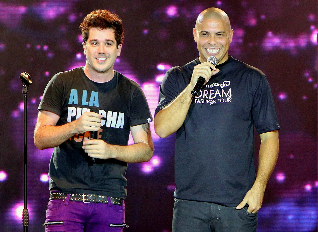 Ronaldo joins Rogerio Flausino of Jota Quest, a Brazilian rock band, on stage at the Monange Dream Fashion Tour in Rio de Janeiro in April 2010.