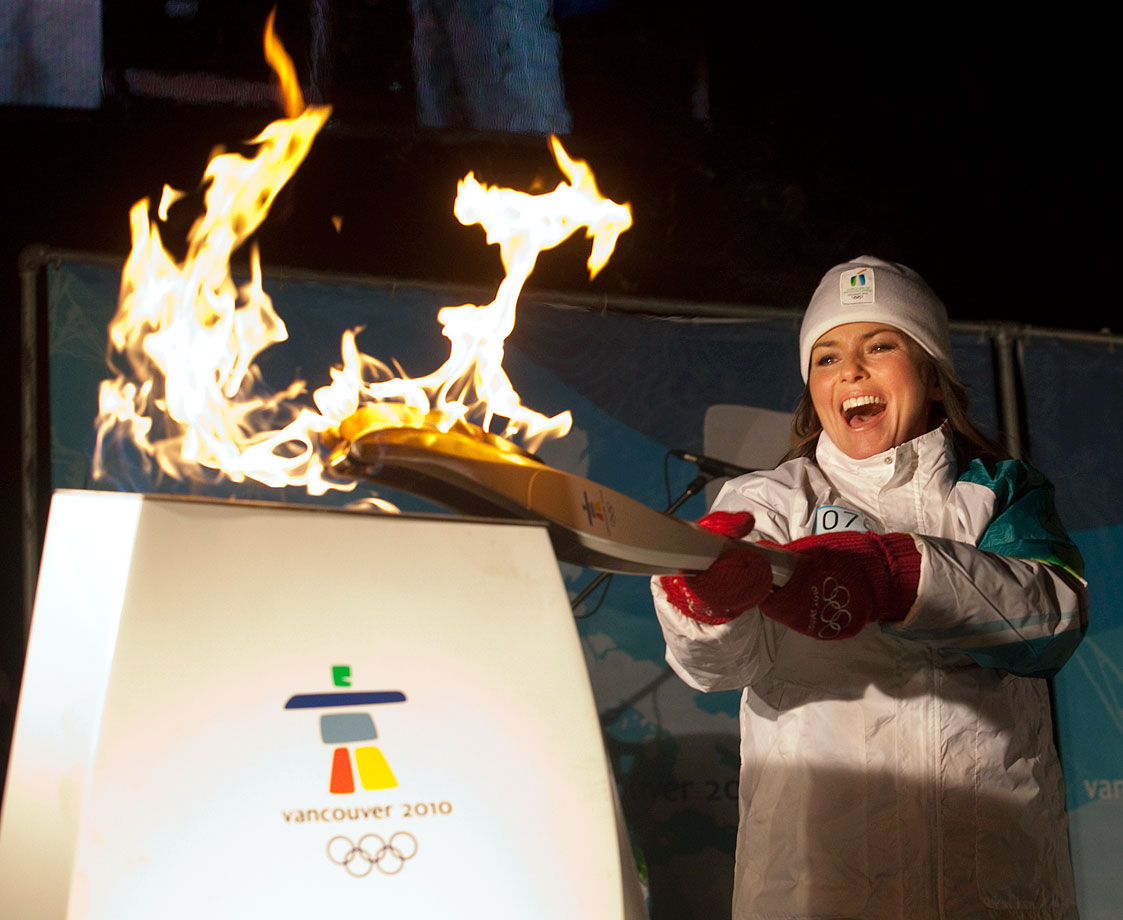 Shania Twain lights the Olympic Cauldron with the Olympic Flame on Jan. 1, 2010 at Hollinger Park in her hometown of Timmins, Ontario.