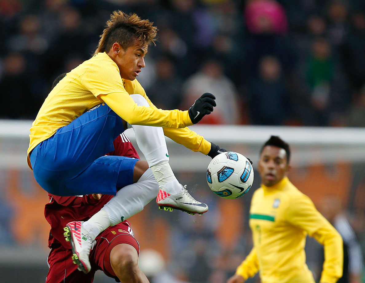 Neymar controls the ball during Brazil's Copa America match against Venezuela on July 3, 2011 in La Plata, Argentina.