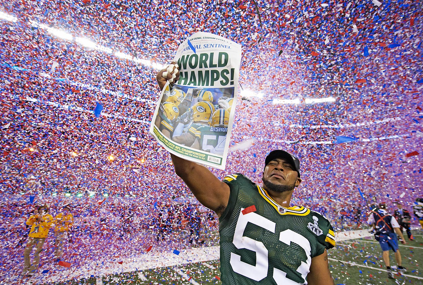 Diyral Briggs of the Green Bay Packers delivers the news via the Milwaukee Journal Sentinel after his team's win over the Pittsburgh Steelers.