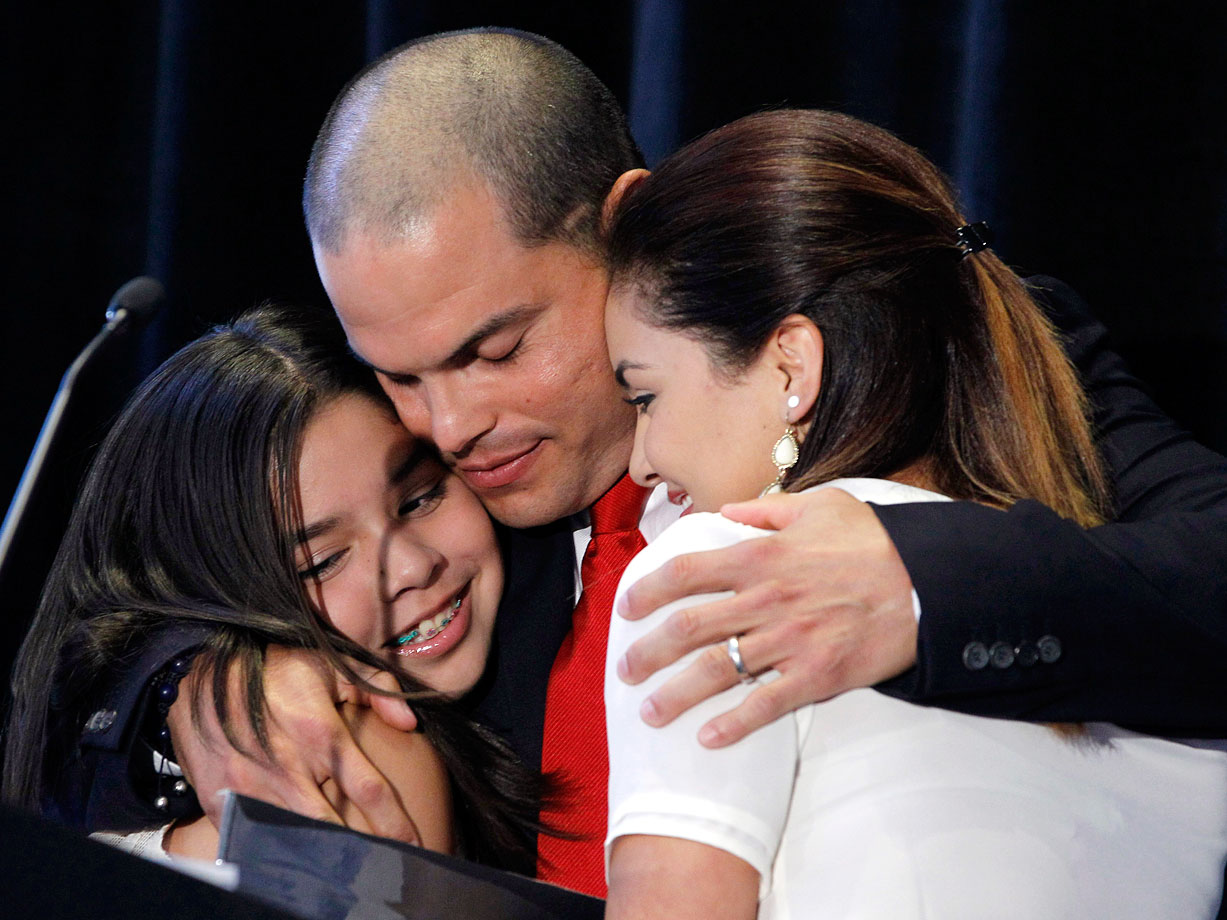 Ivan Rodriguez and daughters Ivanna and Amanda