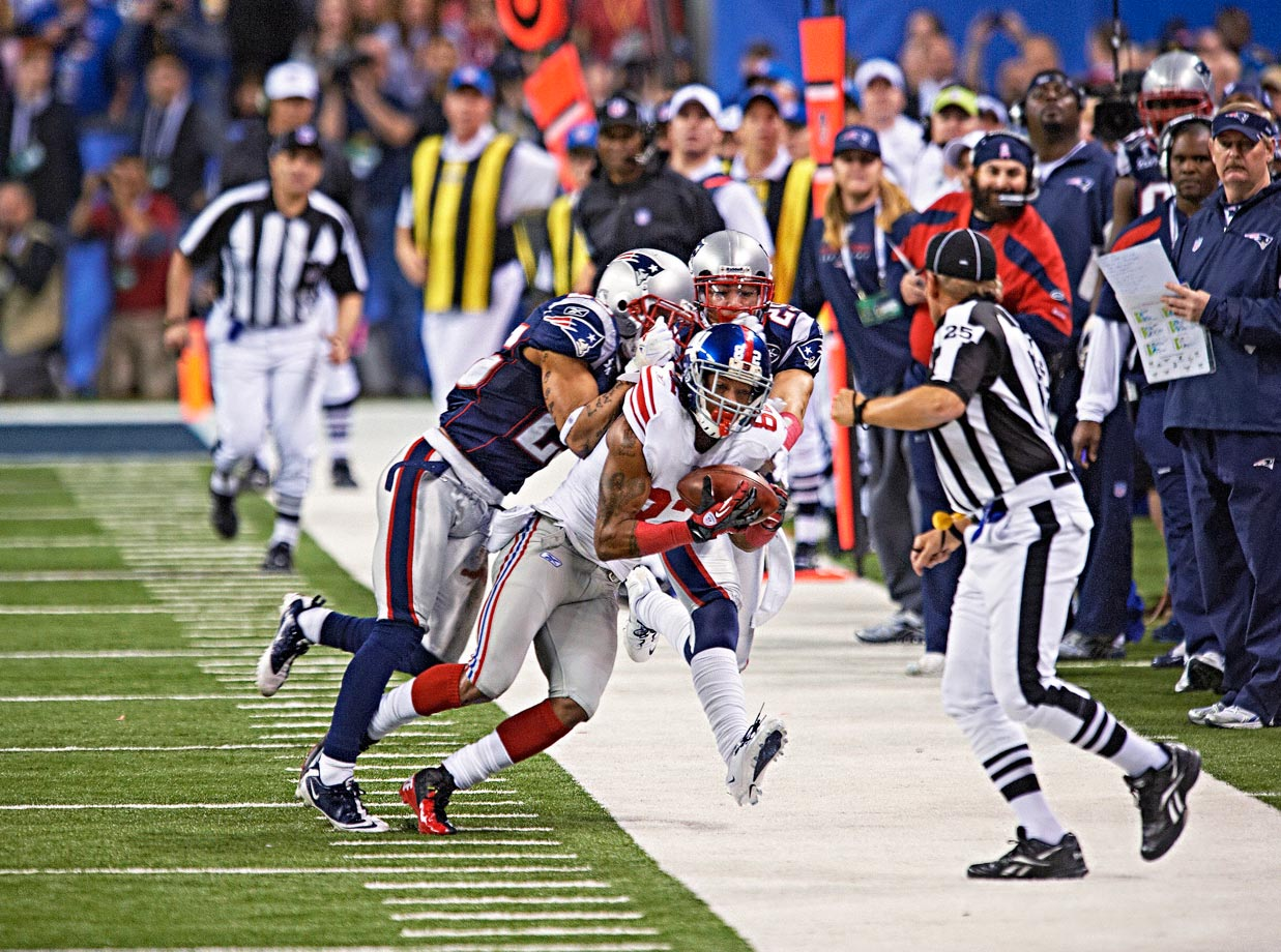 The Giants trailed by two points when they took over at their 12-yard line with 3:46 left. On the first play, Eli Manning lofted a pass down the left sideline that found an in-stride Mario Manningham, who caught the ball for a 38-yard gain that sparked New York's winning drive.