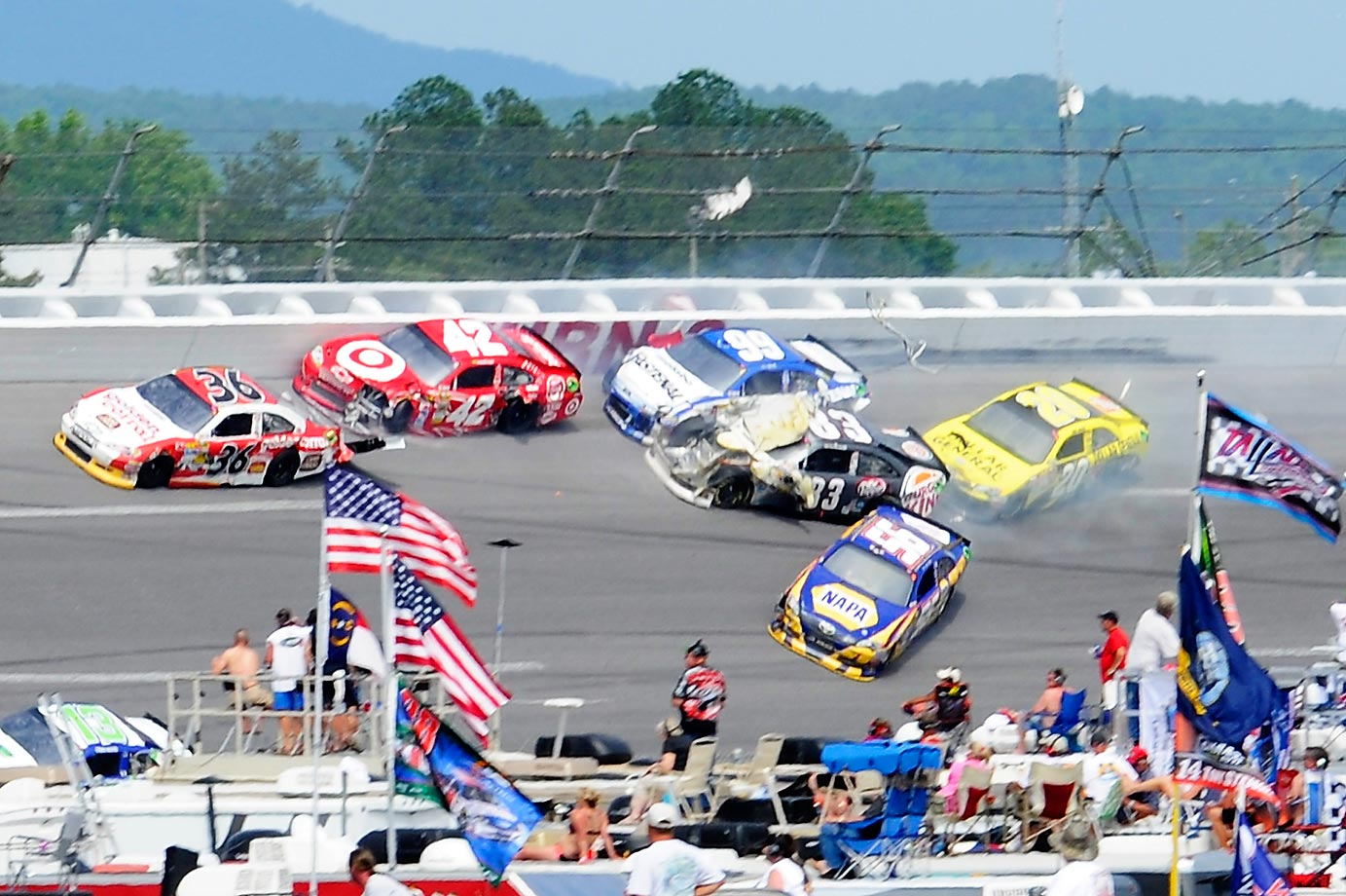 The race saw two crashes in the last 60 laps: one on lap 142 involving five cars in turn 3 cause by some cars running out of gas, and another in turn 1 during a late restart on lap 186