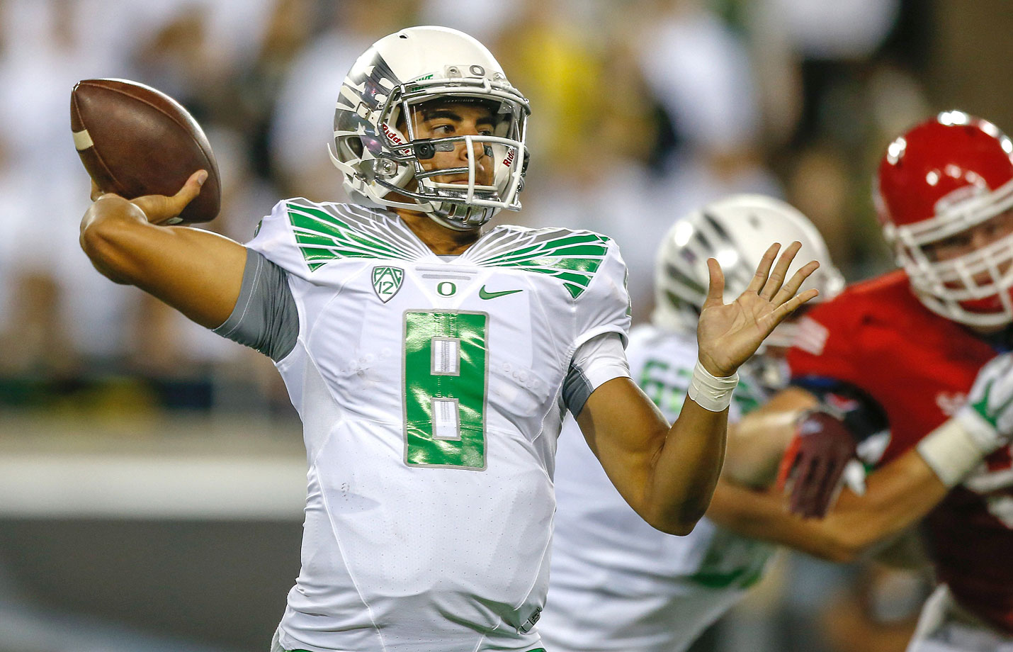 Oregon cruised in its season opener, getting four touchdowns from Marcus Mariota and dropping 41 points in the first half.