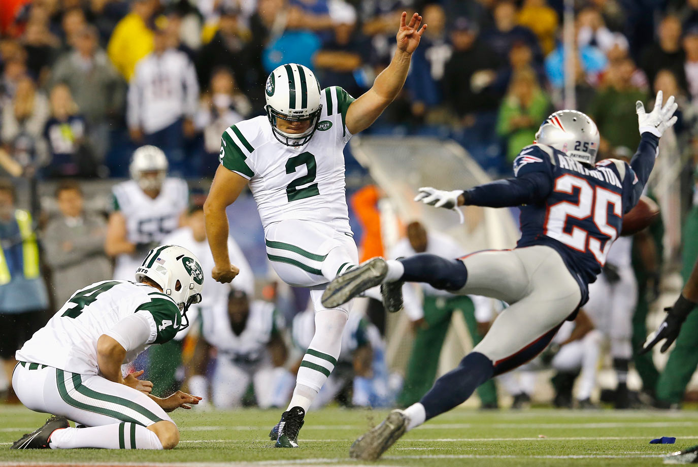 The Patriots narrowly avoided a loss to the Jets by blocking a 58-yard field goal attempt on the final play of the game. Brady remained hot, throwing three touchdown passes in the win.