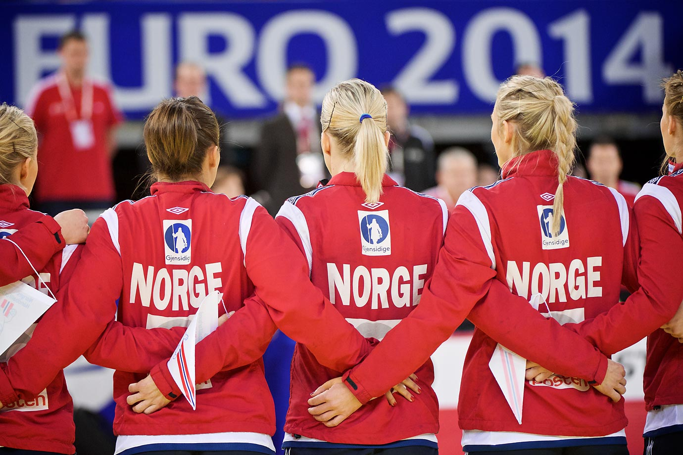Team Norway gathers before the championship game against Spain.