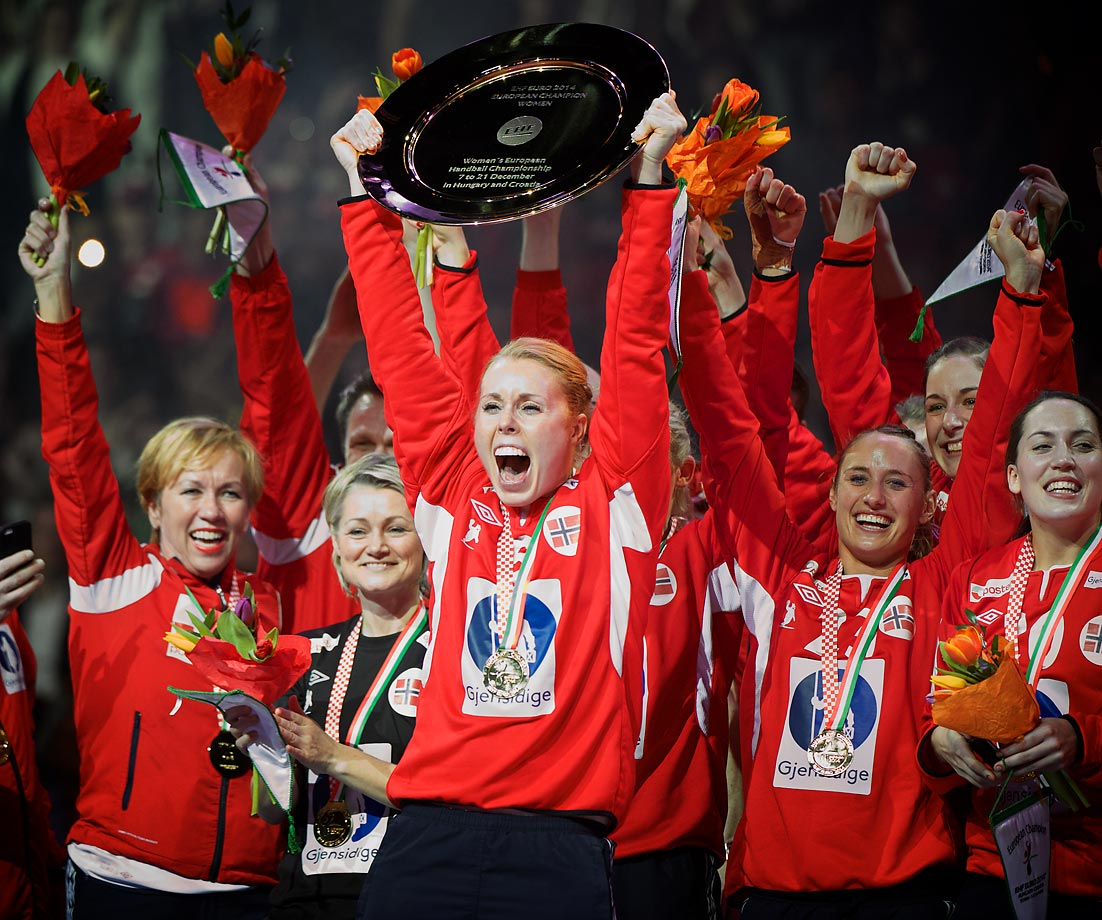 Norway's Karoline Dyhre Beivang lifts the championship trophy with her teammates after defeating Spain for the championship.
