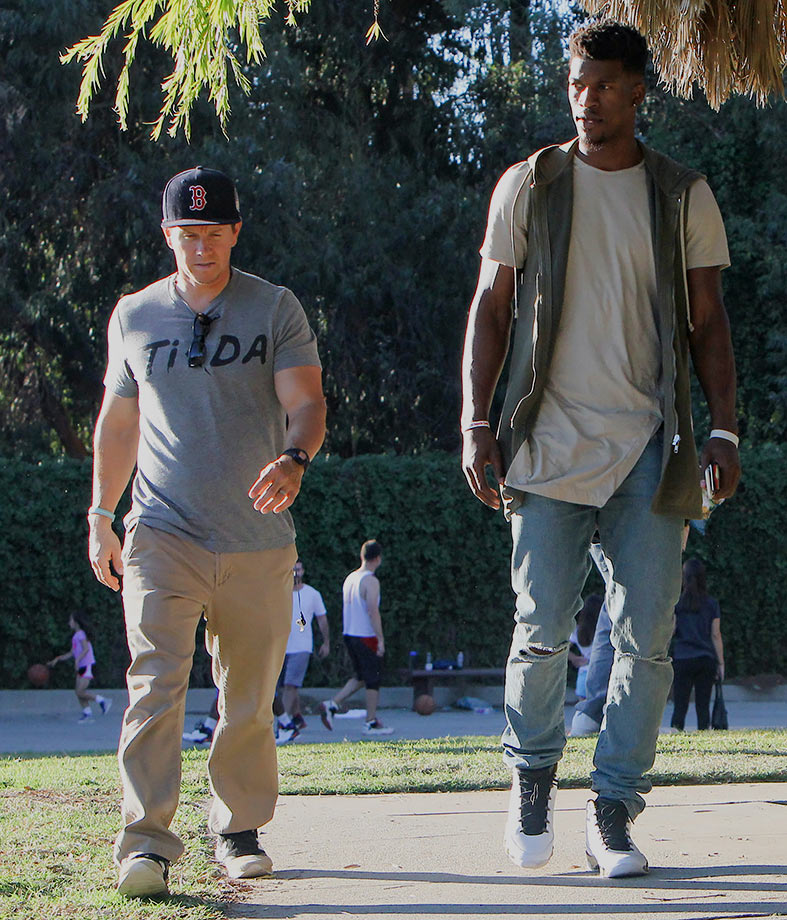 Mark Wahlberg was probably recruiting his pal and Bulls shooting guard Jimmy Butler to the Celtics, because a game of one-on-one in the park would not bode well for the 5′ 8″ Wahlberg.