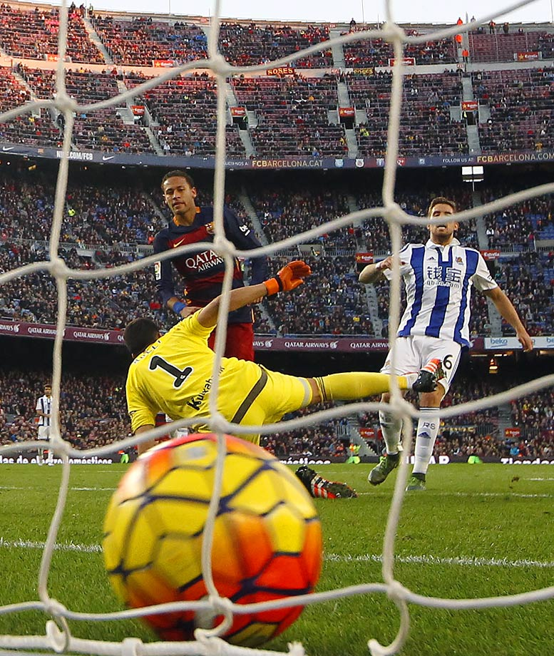 Neymar scores during Barcelona's La Liga match against Real Sociedad on Nov. 28, 2015 at Camp Nou in Barcelona, Spain.