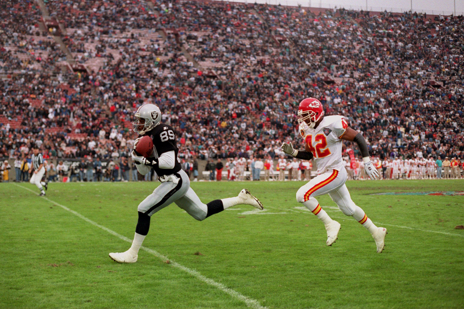 "After being drafted with the 26th overall selection by the Dallas Cowboys in the 1990 NFL Draft, Wright would go on to become the two-time winner of the NFL's ""Fastest Man"" competition. (*Wright's time was calculated before the NFL implemented electronic timing to improve accuracy.)"