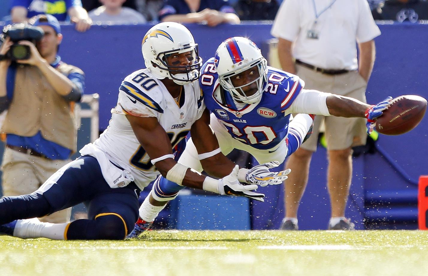 Bills cornerback Corey Graham deflects a pass to San Diego Chargers' Malcom Floyd.