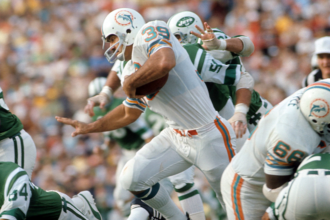 Aside from coach Don Shula, Csonka probably is the face of the Dolphins' 1970s teams for a lot of fans. The 1987 Hall inductee had his best statistical season (1,117 yards rushing) during Miami's '72 undefeated run to the Super Bowl.