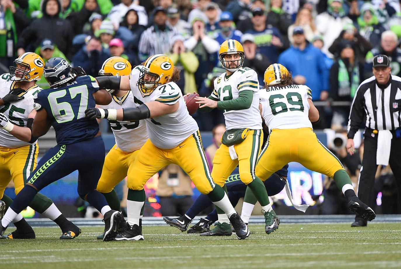 If you were to poll defensive linemen on who the best guard in the NFL is, Green Bay's Josh Sitton would win going away. In 2014, he played next to fifth-round rookie Corey Linsley, who surprised a lot of people by grabbing that starting spot right away. Right guard T.J. Lang has overcome technical issues to round out the best interior offensive line Aaron Rodgers has ever enjoyed. With David Bakhtiari and Bryan Bulaga guarding the edges, Green Bay's high-tech passing offense is in very good hands.
