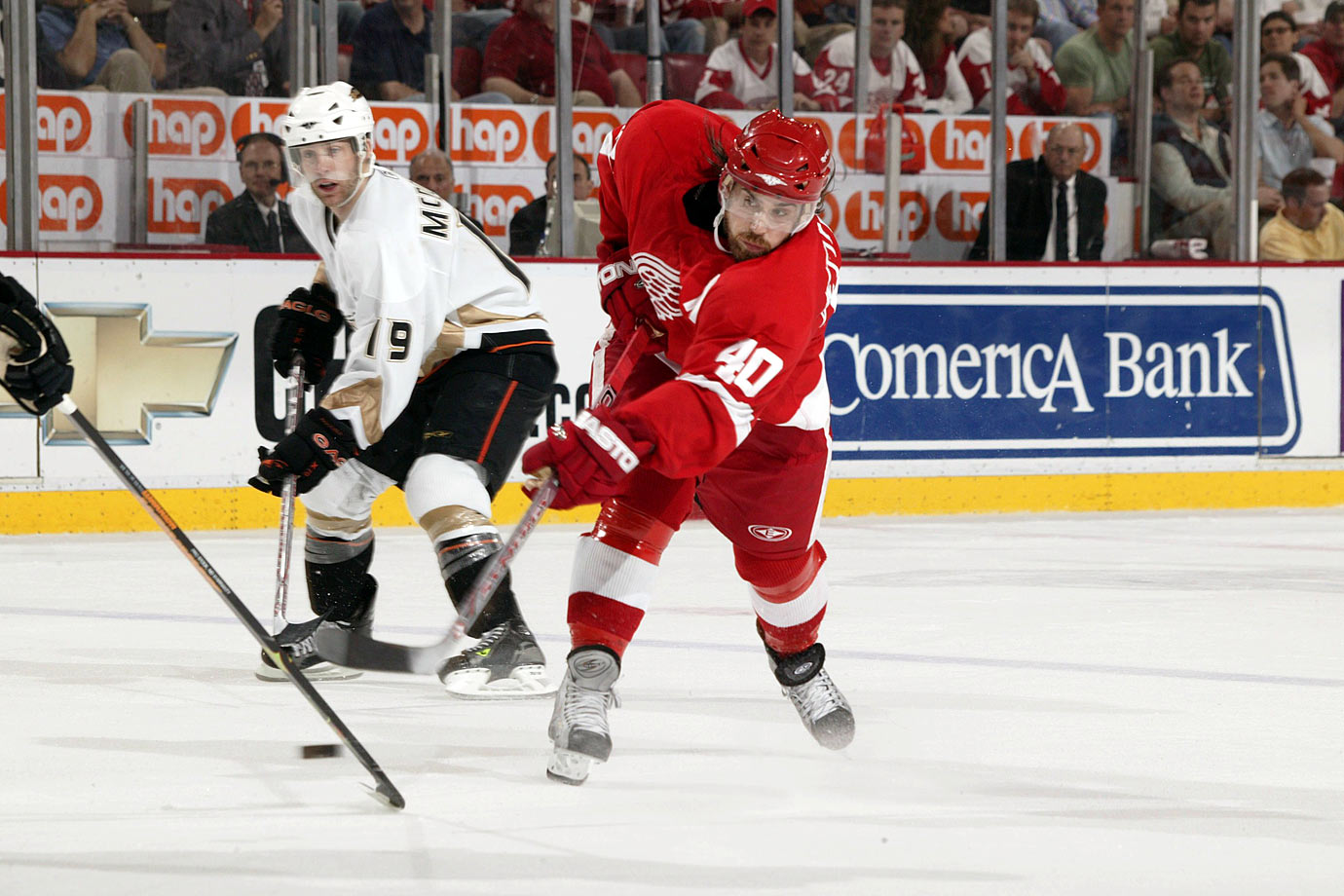 With Luc Robitaille holding onto 20, Hank decided to double the number he'd worn with Timra of the Swedish Elite League. He scored 43 goals and 92 points during Detroit's Cup-winning 2007-08 season.