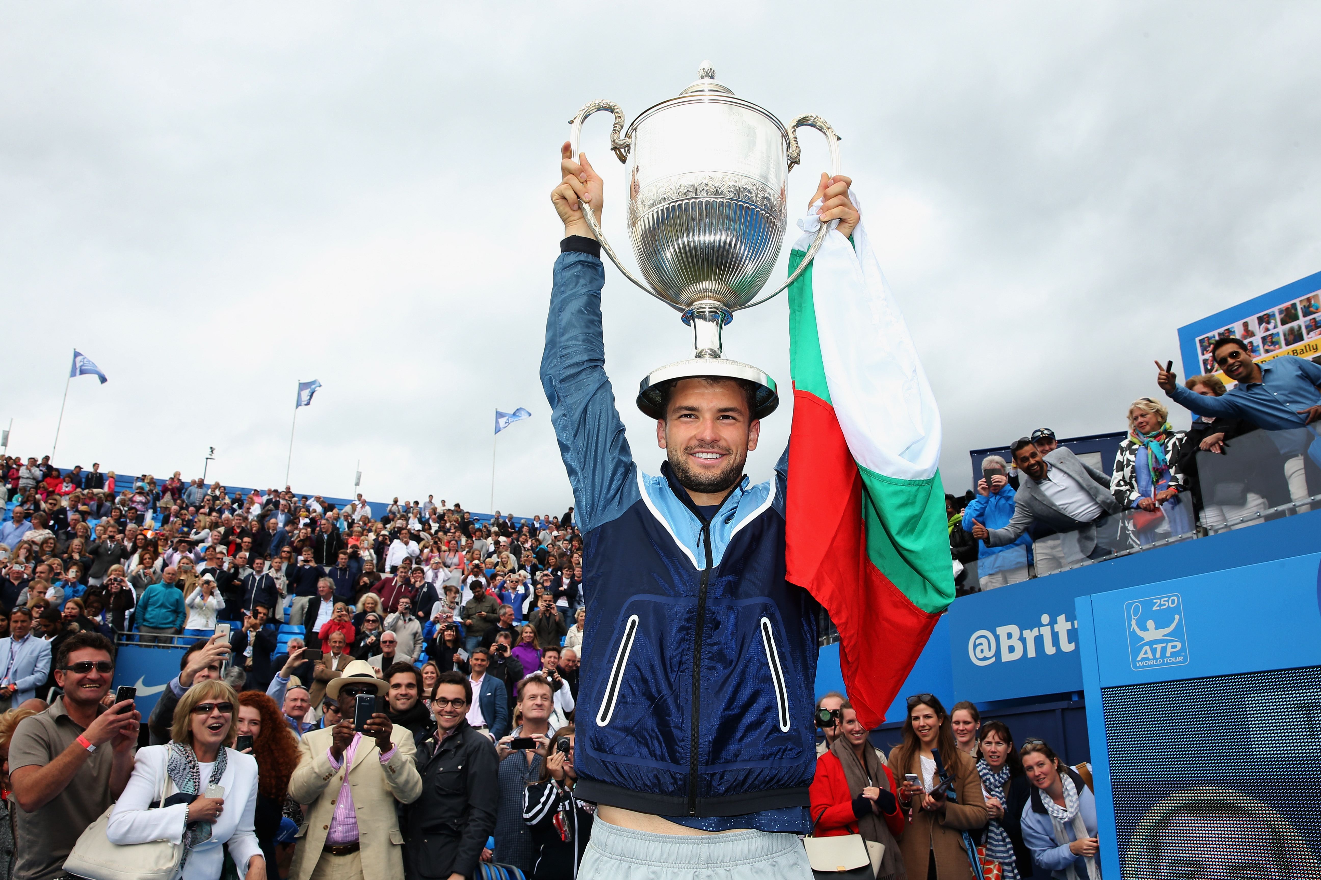 Dimitrov wins the Aegon Championships at Queen's Club.