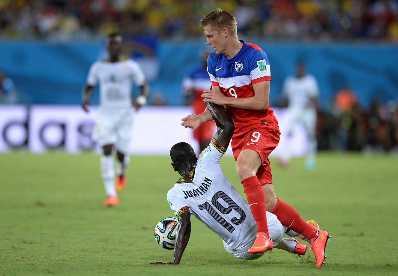 Ghana's defender Jonathan Mensah vies with U.S. forward Aron Johannsson.