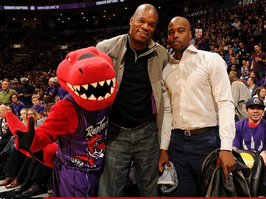 Former players Antonio Davis and Alvin Williams with Toronto's mascot at a game against Washington.