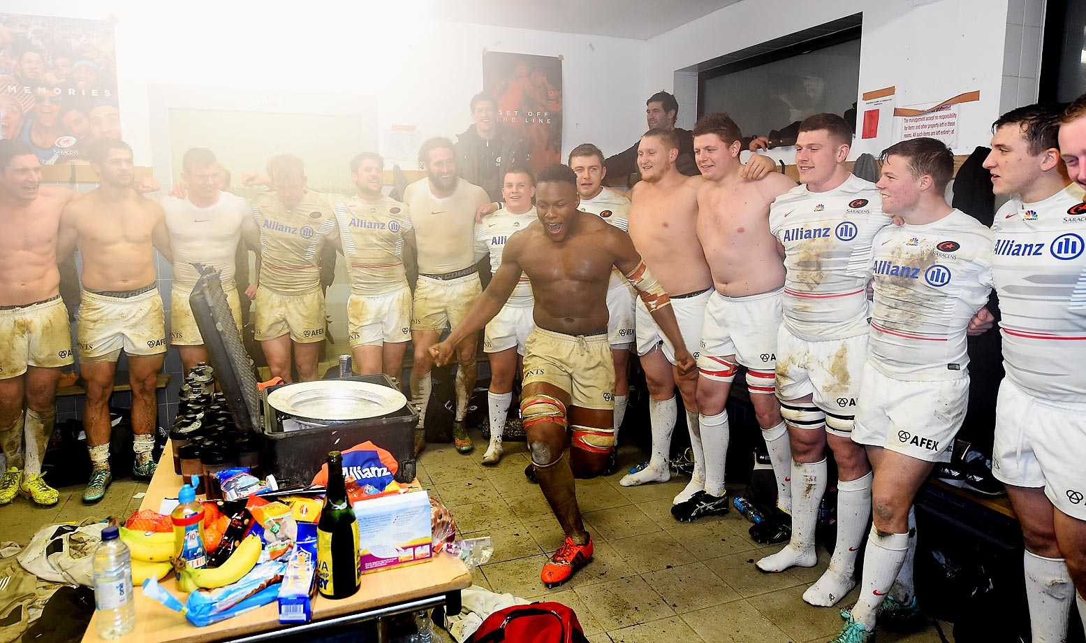 Mario Itoje of Saracens celebrates with his team after its victory against the Worcester Cavaliers.