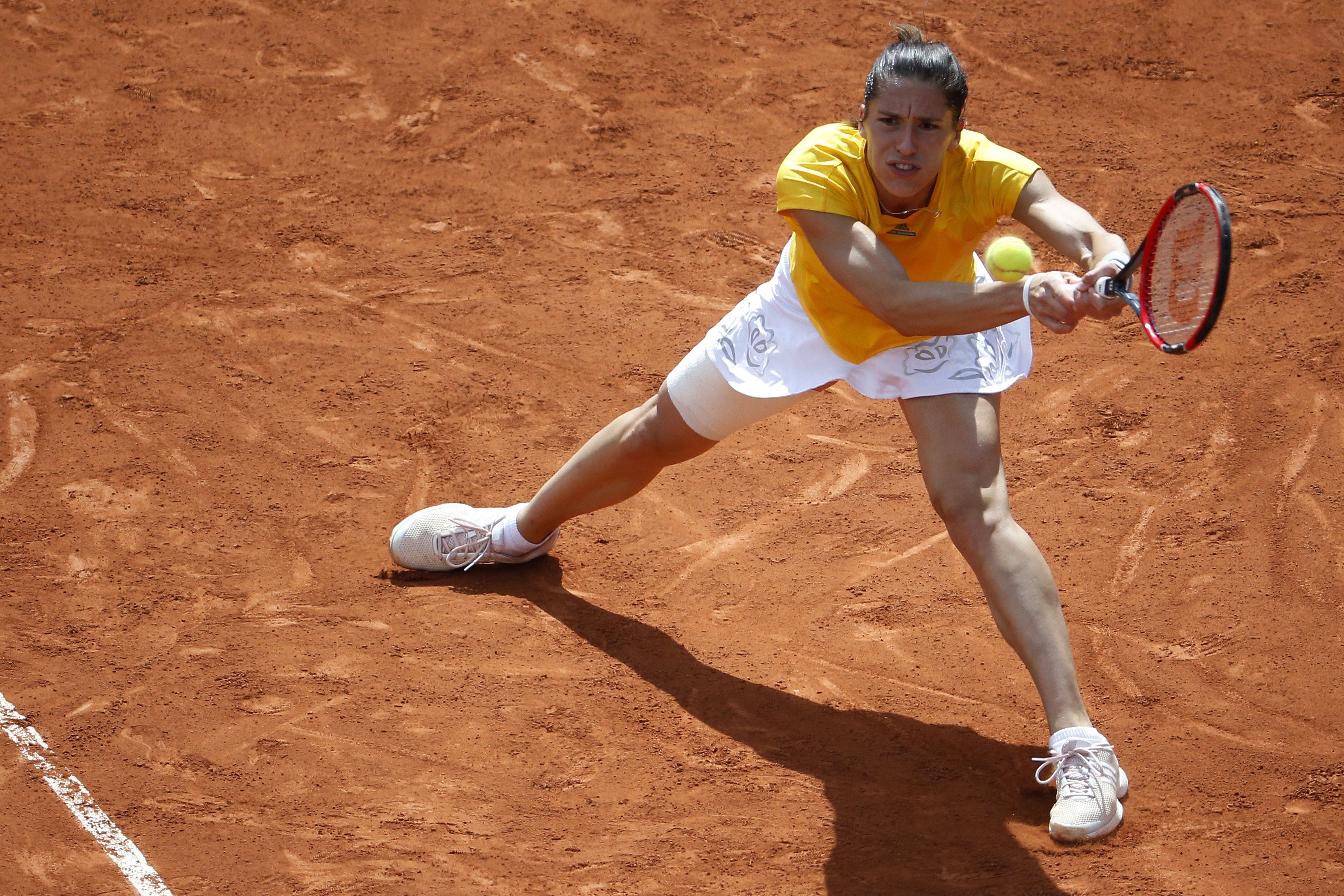 Petkovic fell to Sara Errani 6–3, 6–3.