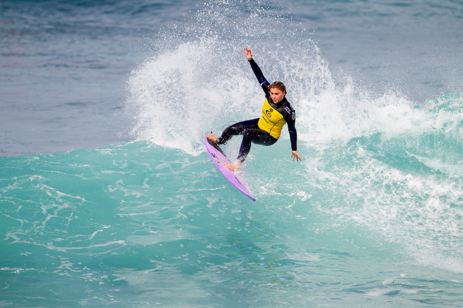 Dimity Stoyle surfs to victory during Round 1 of the Rip Curl Pro Bells Beach with an impressive performance.
