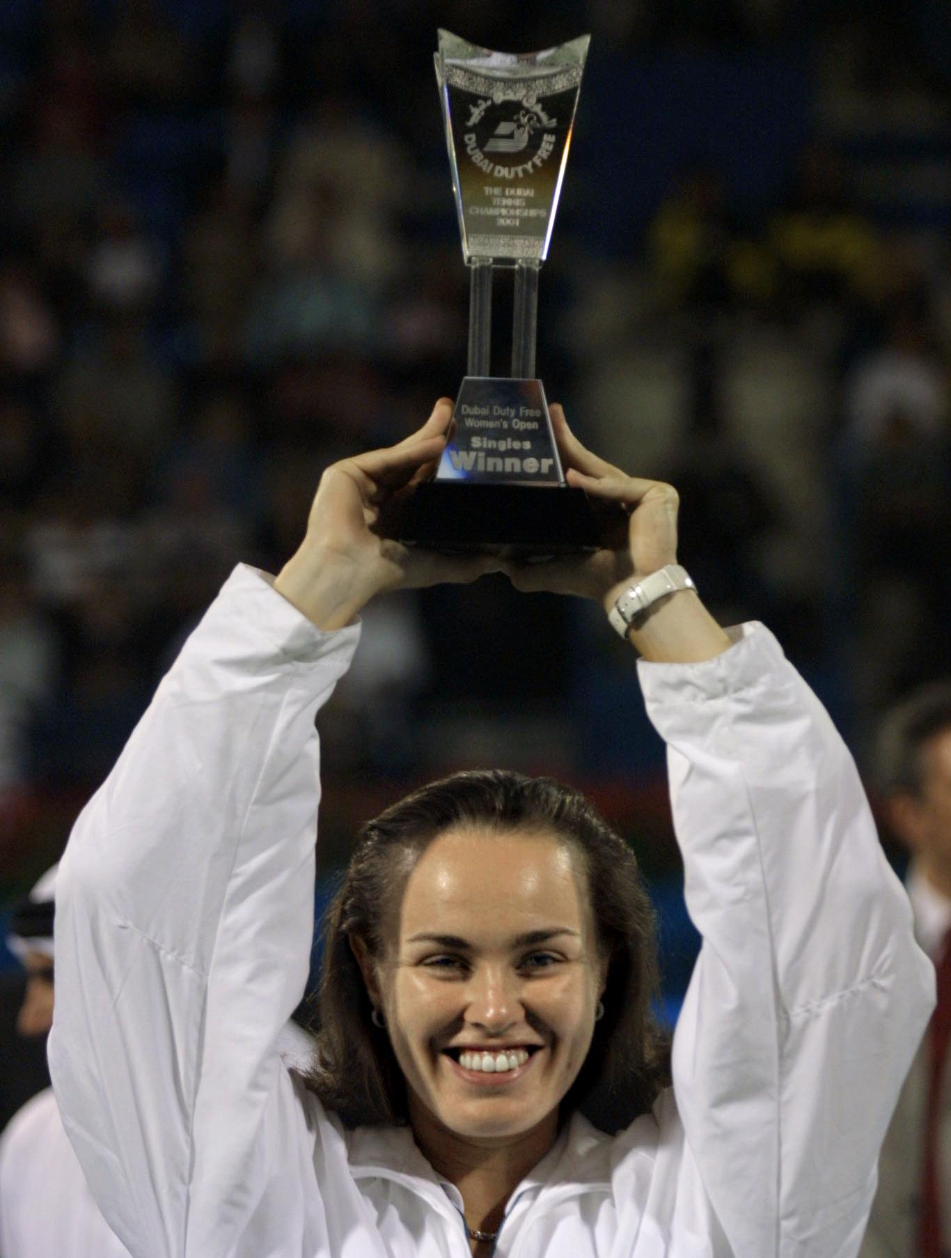 Martina Hingis won her ninth title of the year, defeating Monica Seles in three sets.