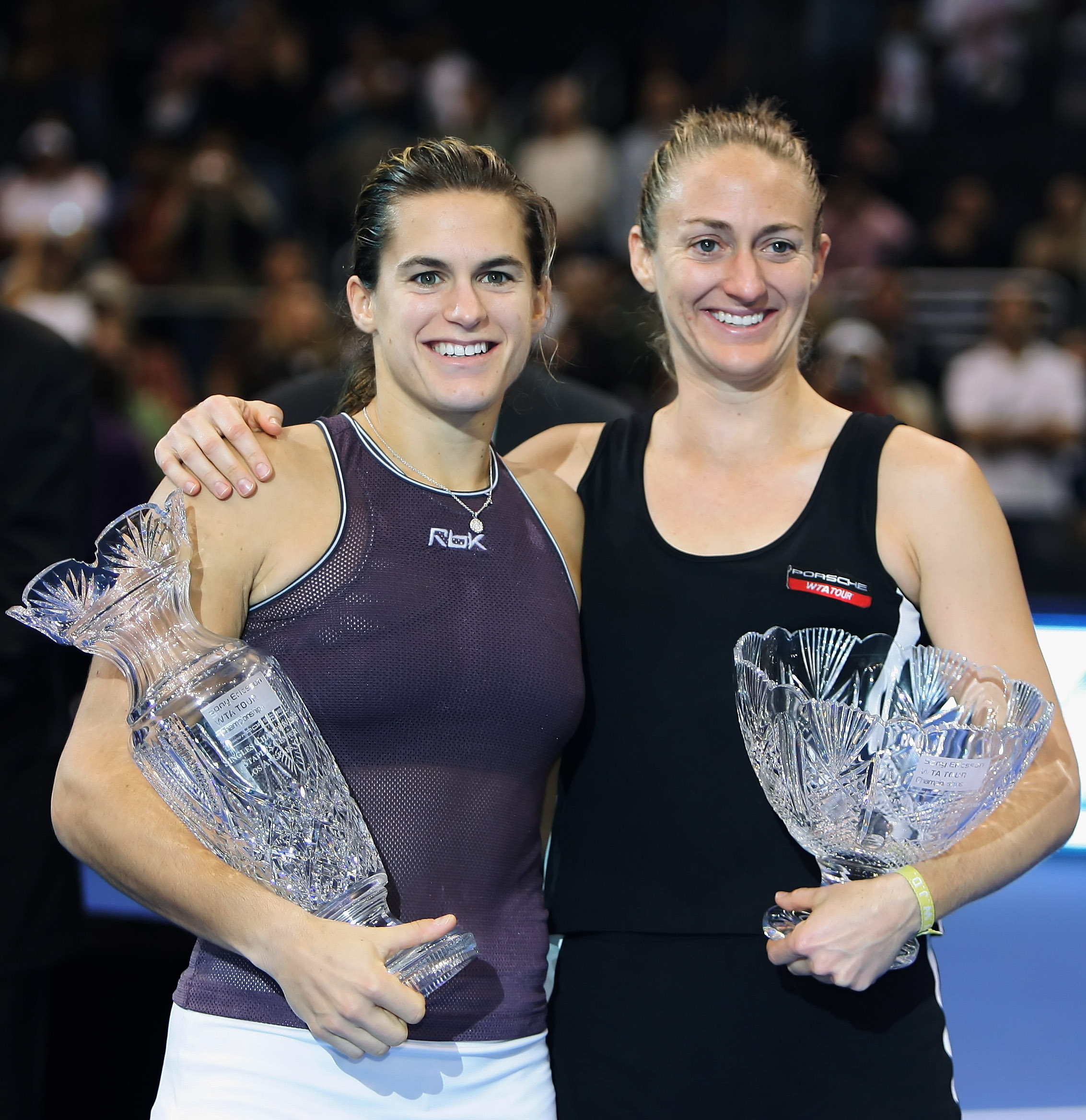 Amelie Mauresmo beats Mary Pierce in the first all-French final.
