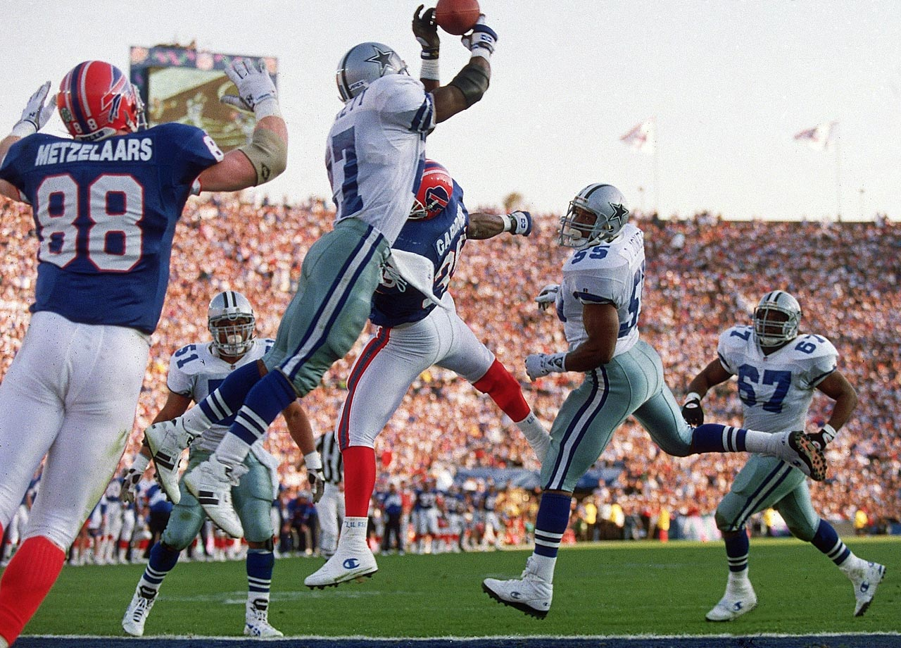 Dallas Cowboys safety Thomas Everett intercepts a pass from Buffalo Bills quarterback Jim Kelly in the end zone on fourth down. Everett picked off two passes as the Cowboys routed the Bills 52-17.