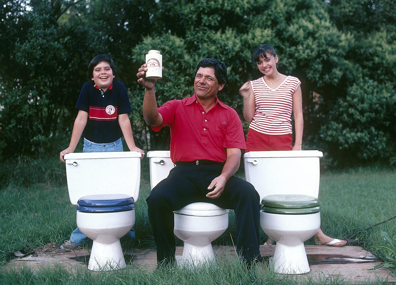 Professional golfer Lee Trevino assumes the position while his children stand delighted in the background. This photo was shot while his Dallas home was being remodeled in 1981.