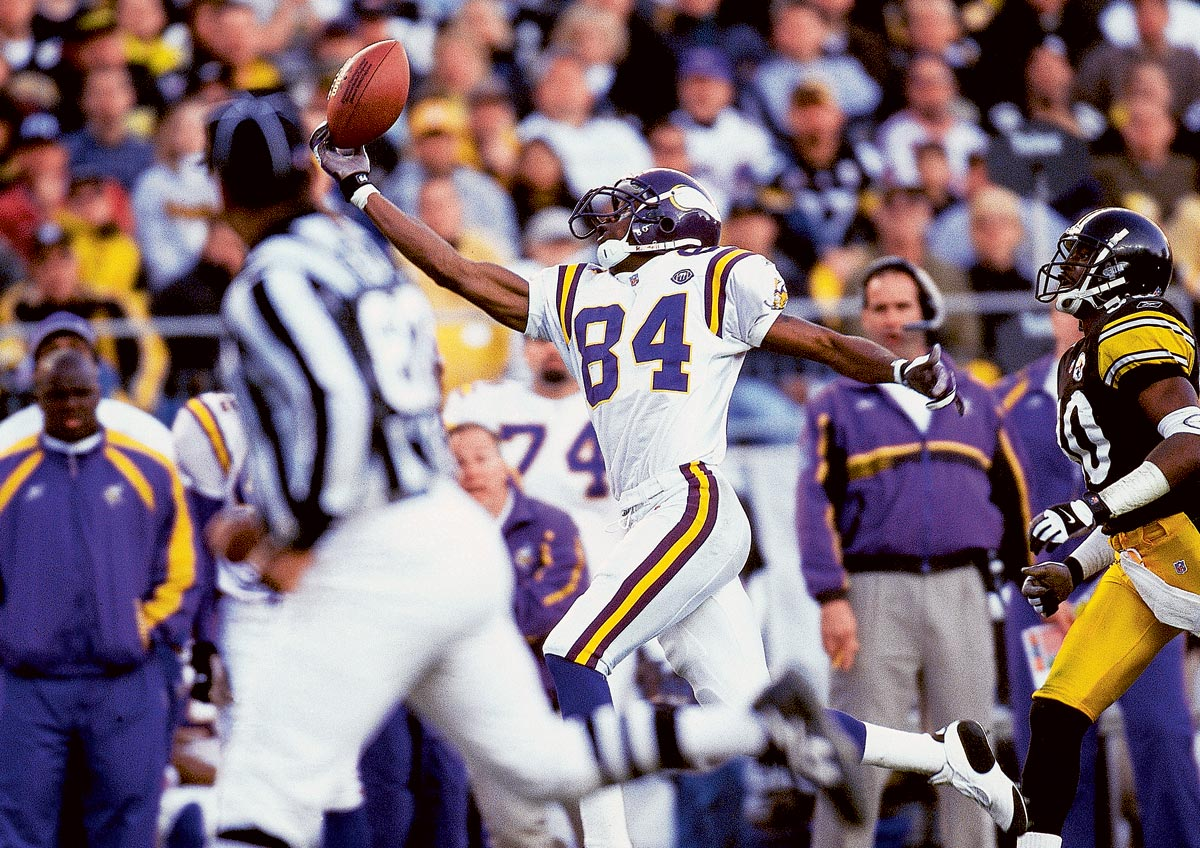 Vikings vs. Steelers, Dec. 22, 2001 | Vikings wide receiver Randy Moss makes a fingertip catch for a 62-yard completion during the fourth quarter of a 21-16 Minnesota loss to Pittsburgh.