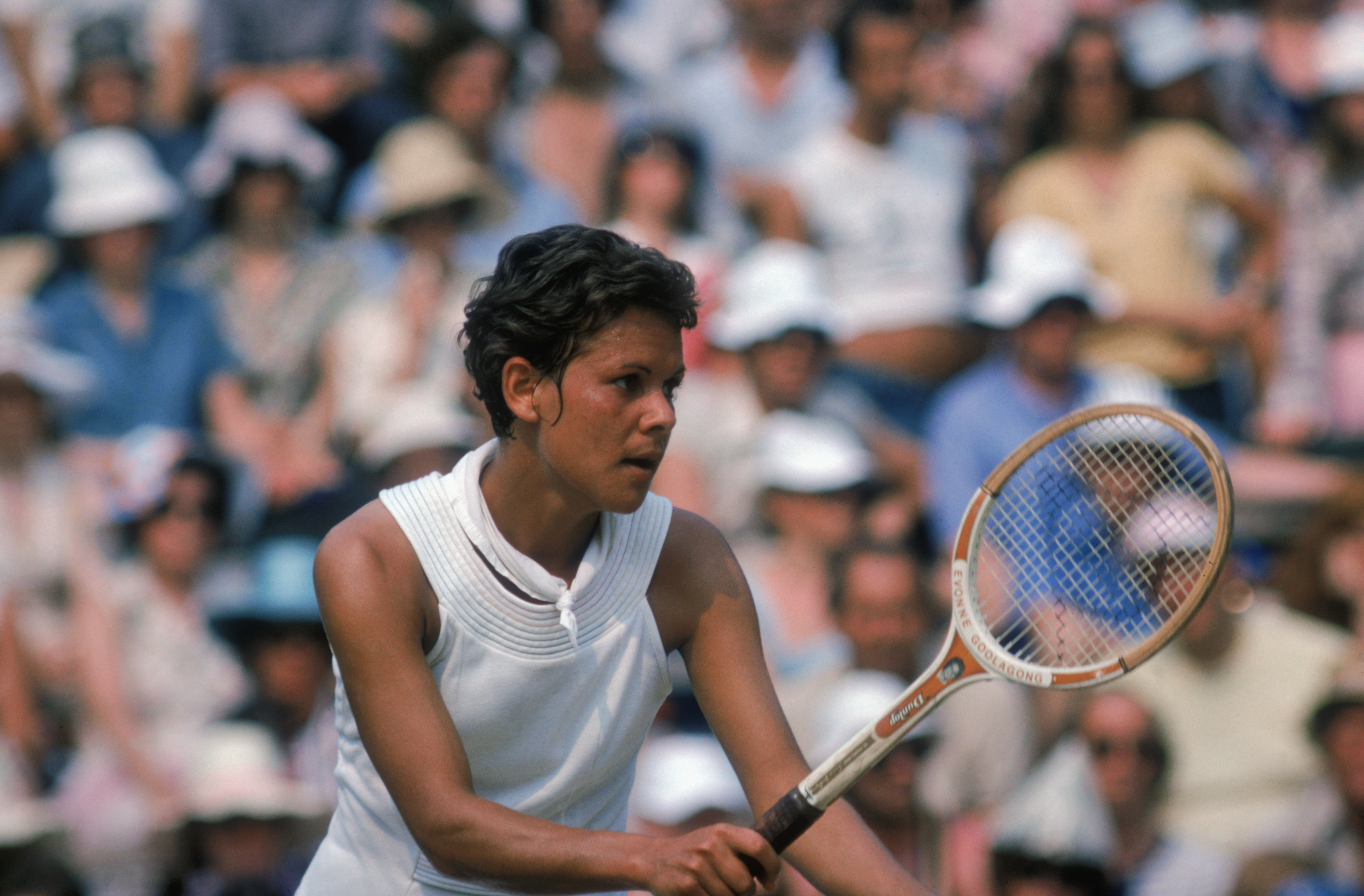 The round robin format began (two groups of four players, after first round elimination) and Australian Evonne Goolagong won.