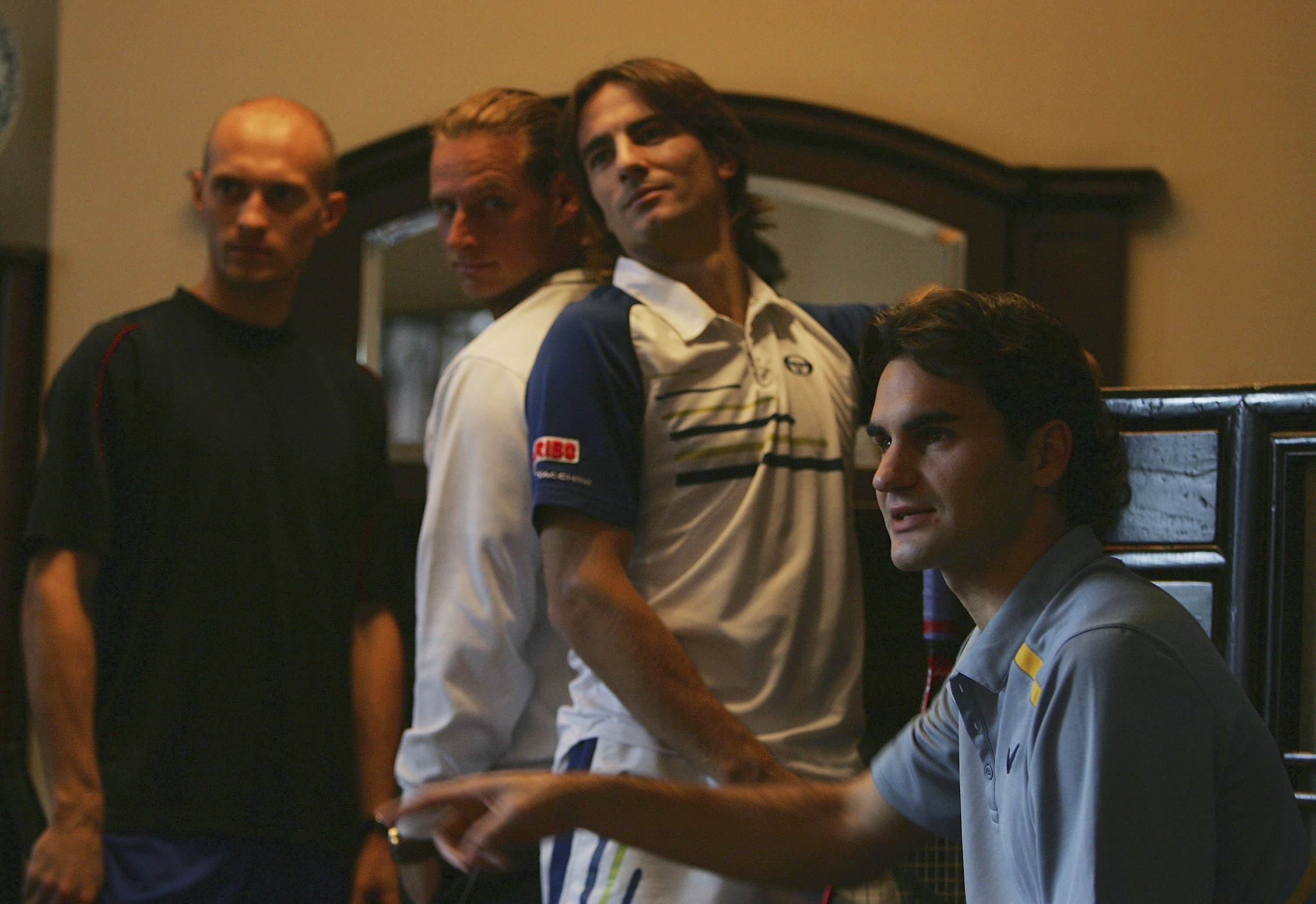 Davydenko, Nalbandian, Robredo and Federer pose for more photos.