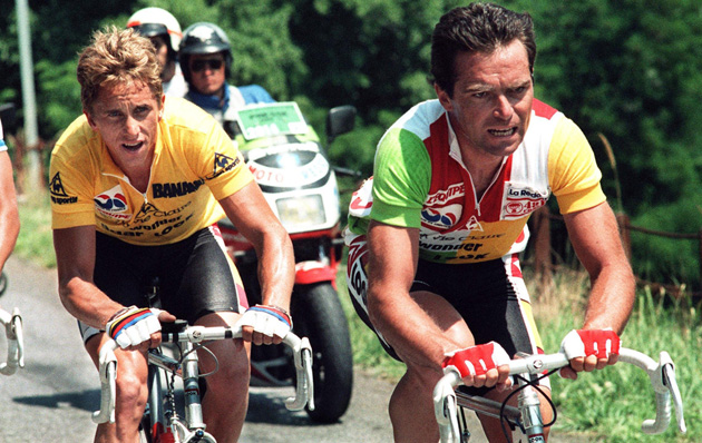 Lemond (L) and Hinault (R) climb the collar of Alpe d' Huez on July 21, 1986.
