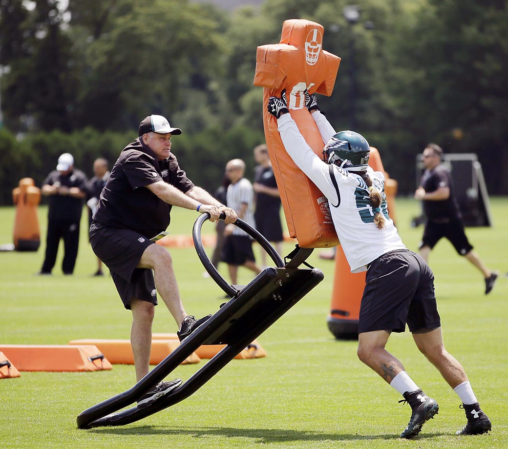 Bryan Braman (right) of the Philadelphia Eagles participates in drills at organized team activities on June 9 in Philadelphia.