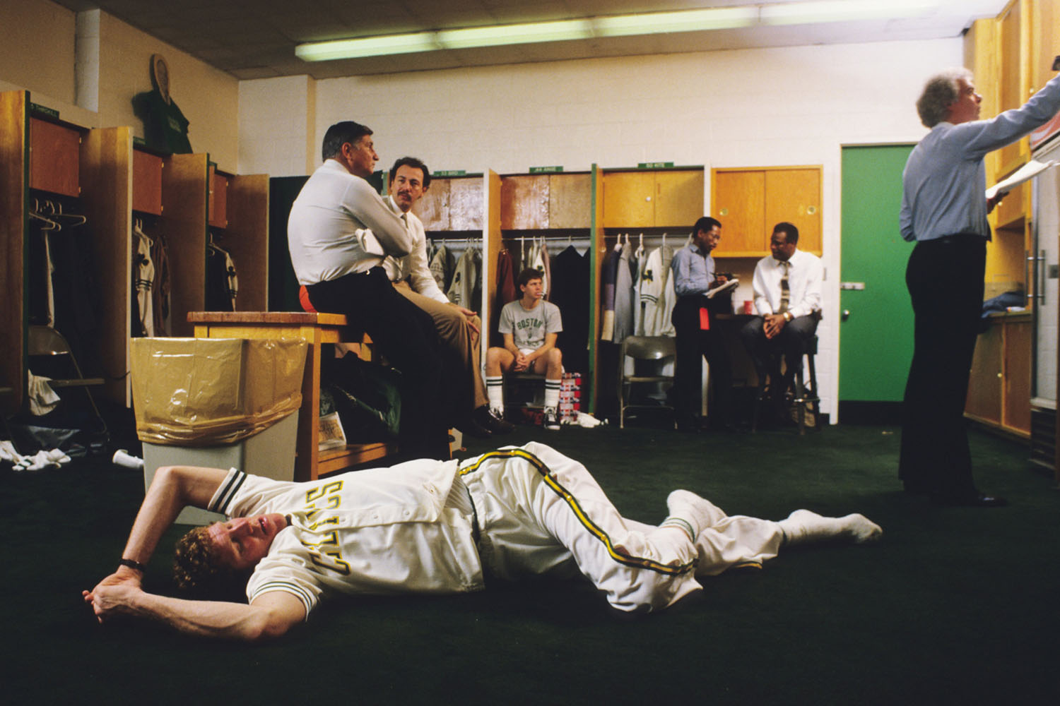 Bill Walton stretches out his back in the locker room before a game on January 22, 1986 in Boston, Massachusetts.