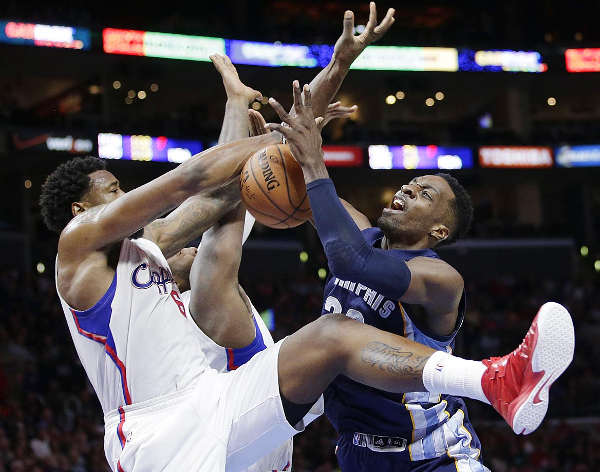 Jeff Green (right) is defended by DeAndre Jordan (left) and Glen Davis during the second half of a game between the Los Angeles Clippers and Memphis Grizzlies.