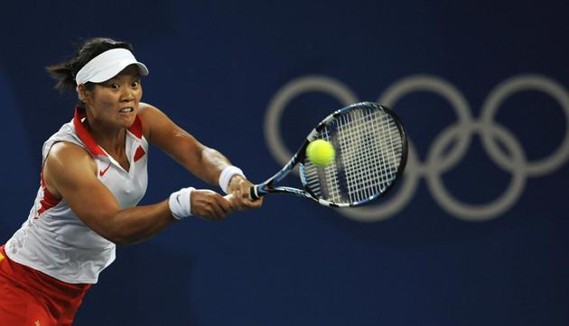 Li returns a ball to Kuznetsova.