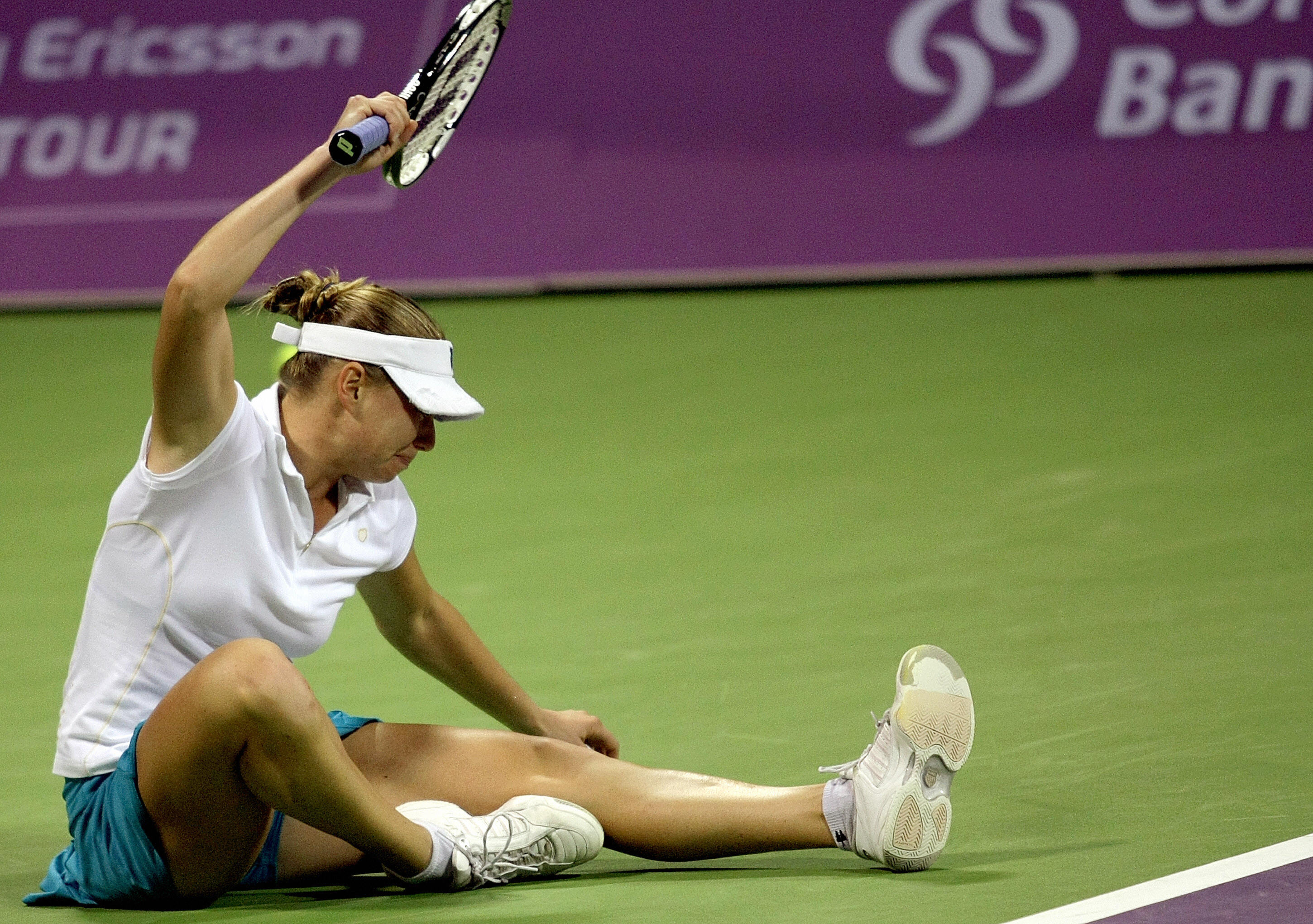 The always combustible Vera Zvonareva made the final, but lost to Venus Williams 6-7 (5), 6-0, 6-2.