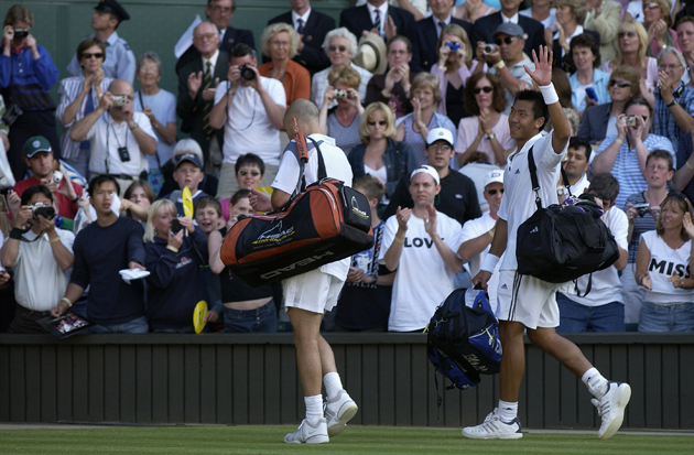 Srichaphan waves to fans after victory over Andre Agassi in 2002.