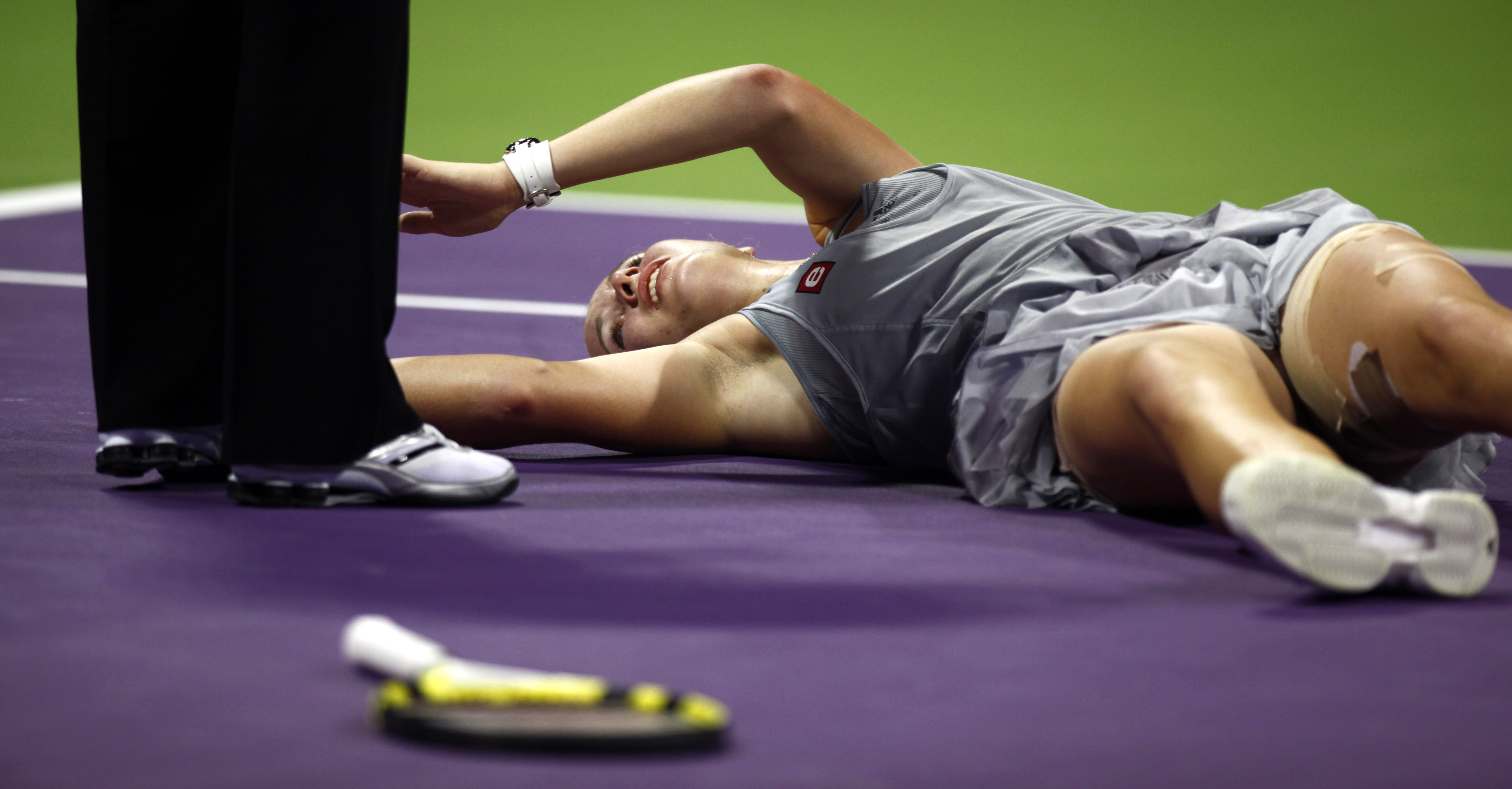 Caroline Wozniacki came down with leg cramps.