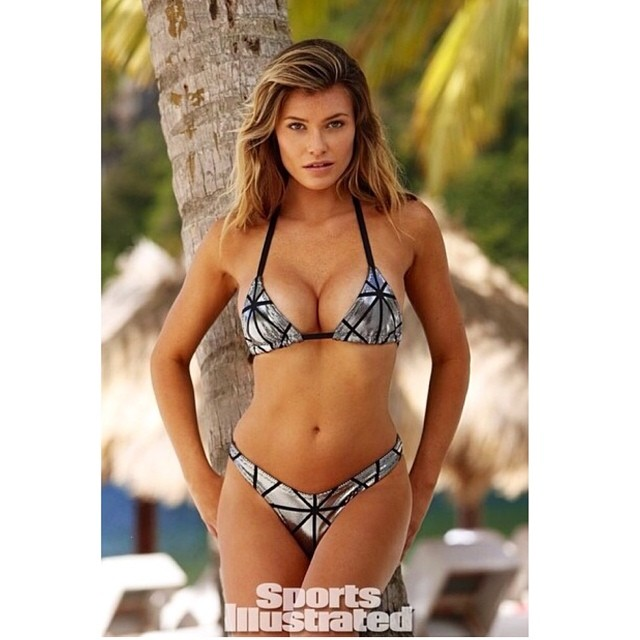 Hump day @si_swimsuit