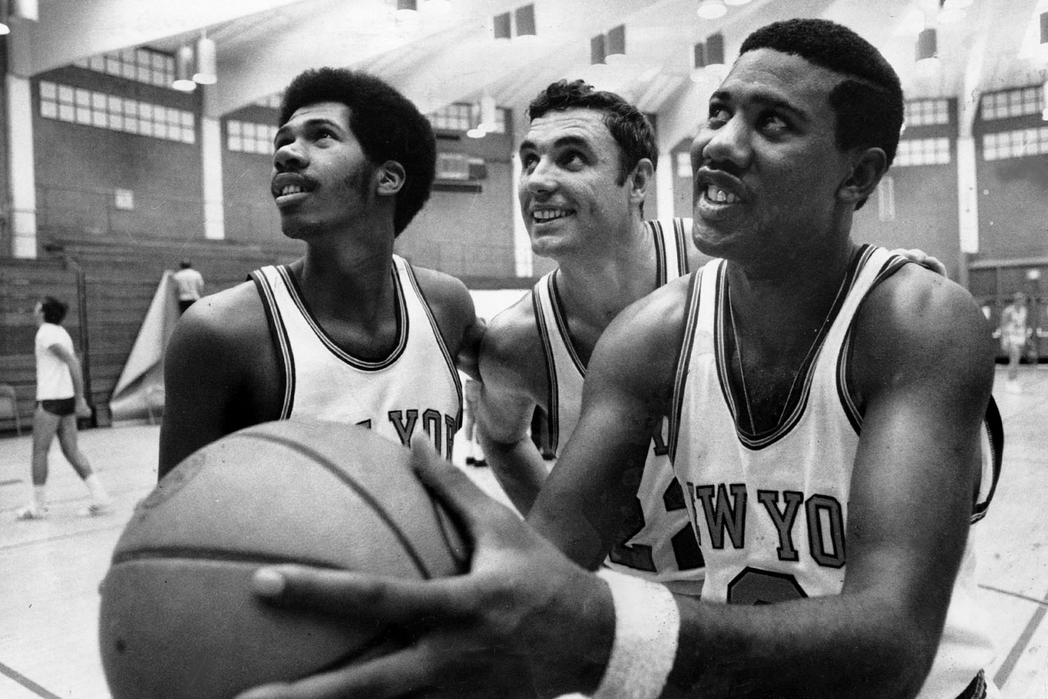 New York Knicks' John Warren and Dave DeBusschere watch Dave Stallworth get ready to shoot at the team's training camp in Farmingdale, Long Island.