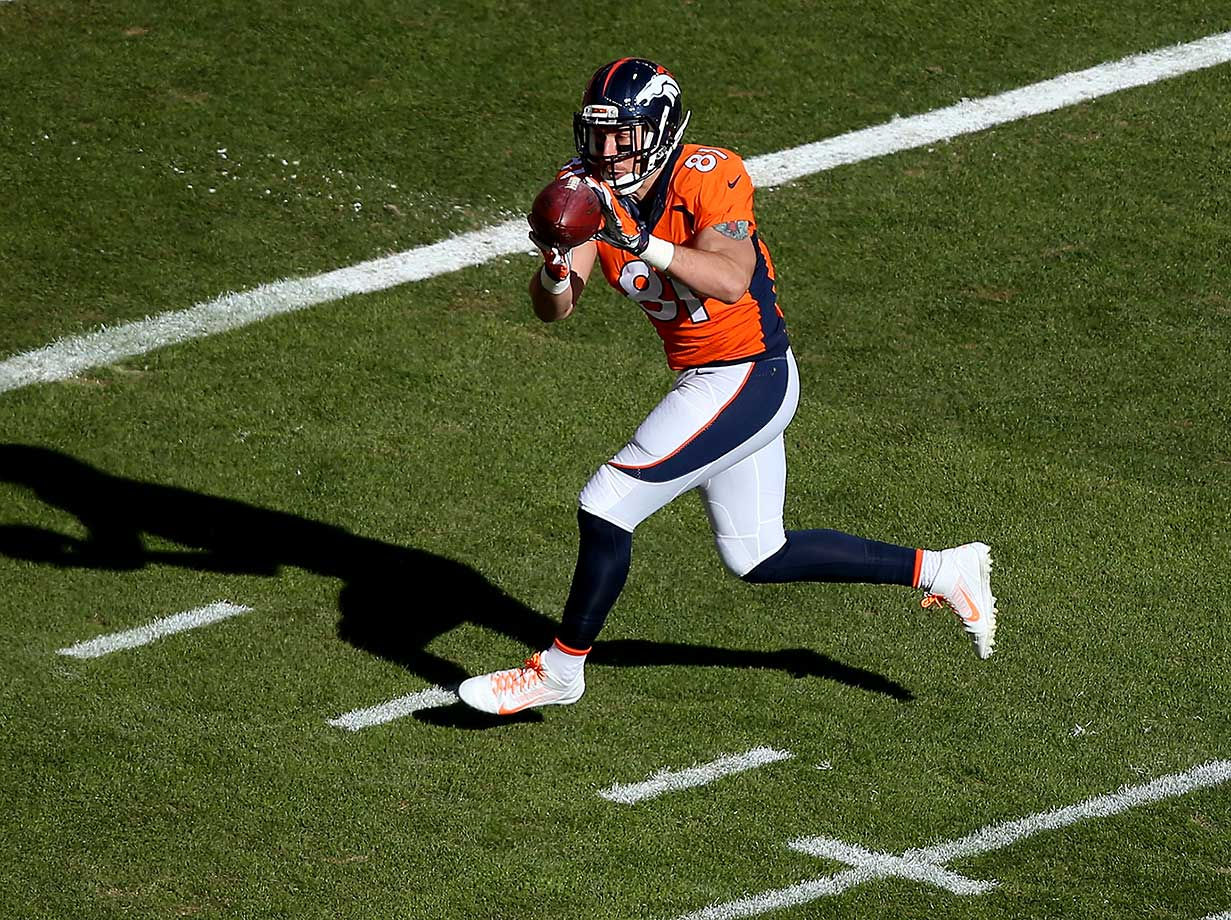 Owen Daniels scores a 21-yard first quarter touchdown.