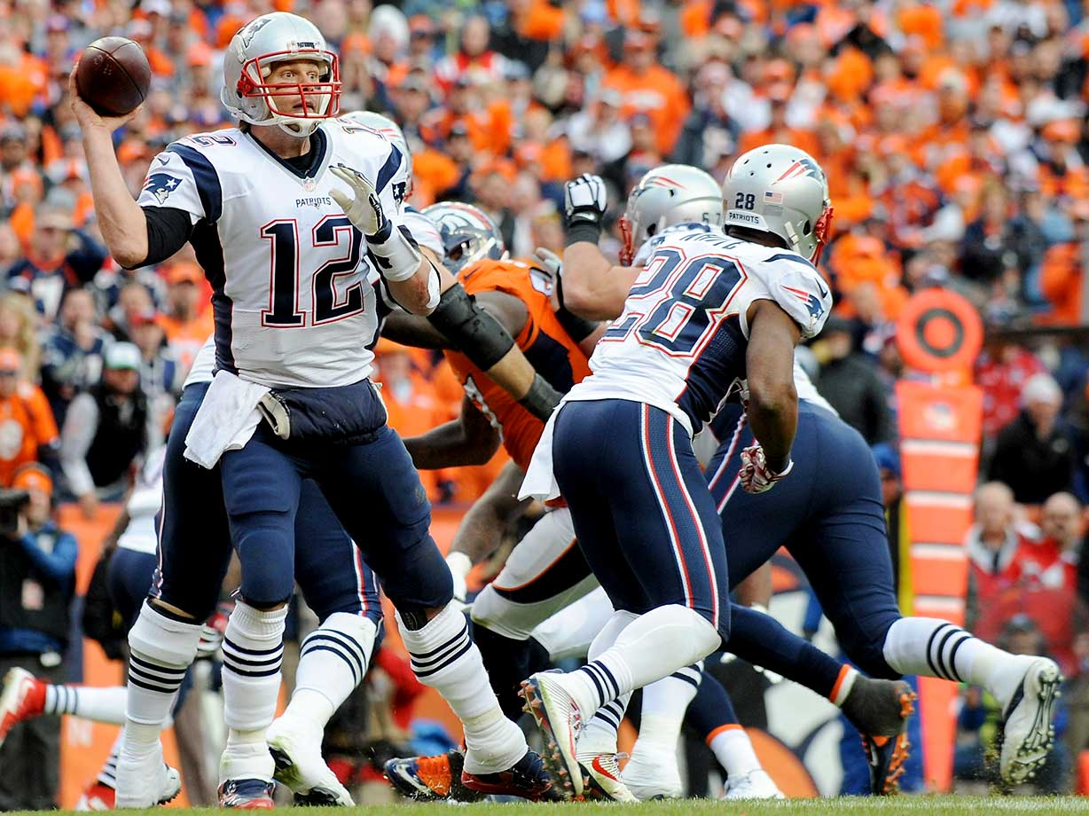Tom Bradylooks to pass in the third quarter.