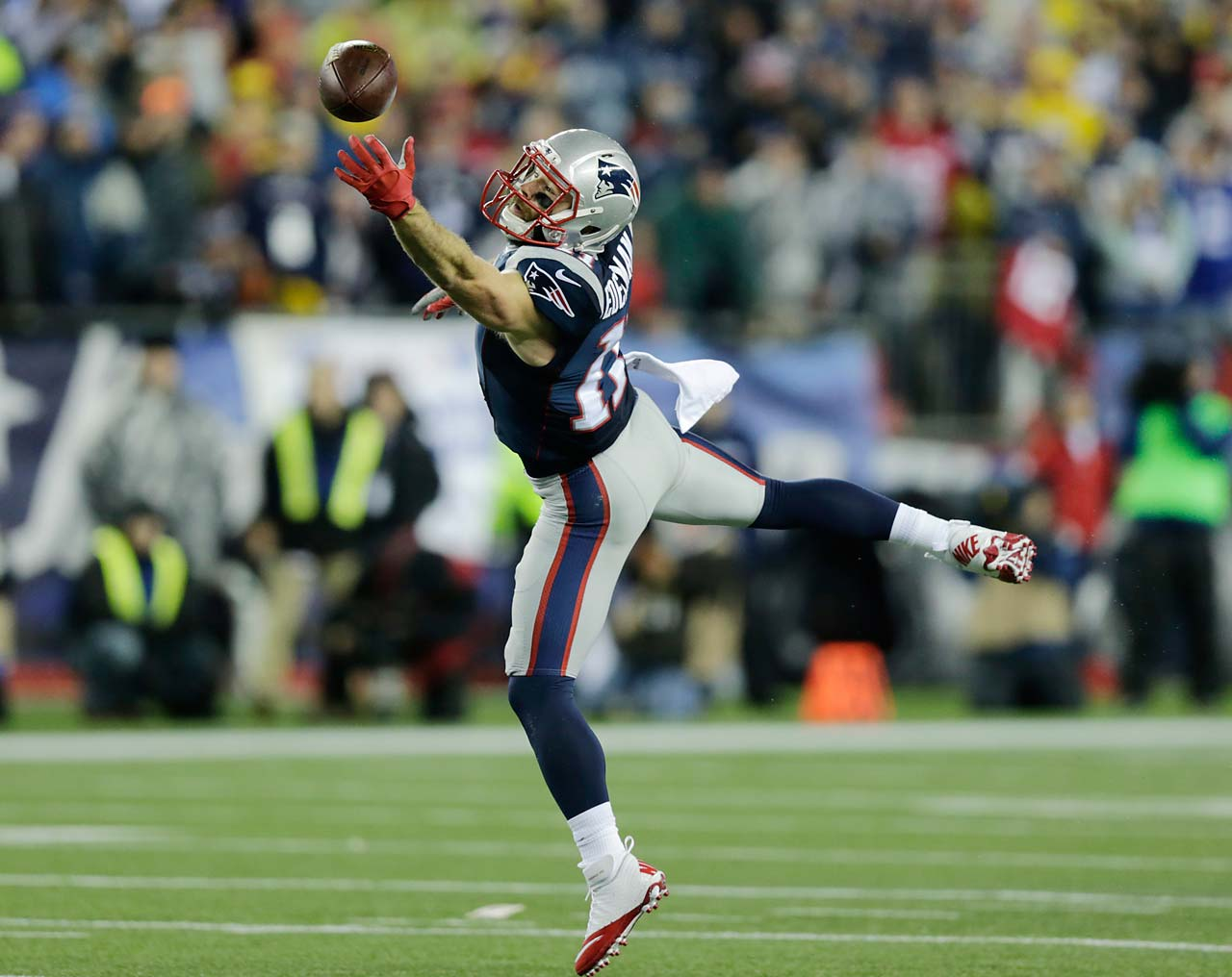 Julian Edelman tries to make a catch during the first half.