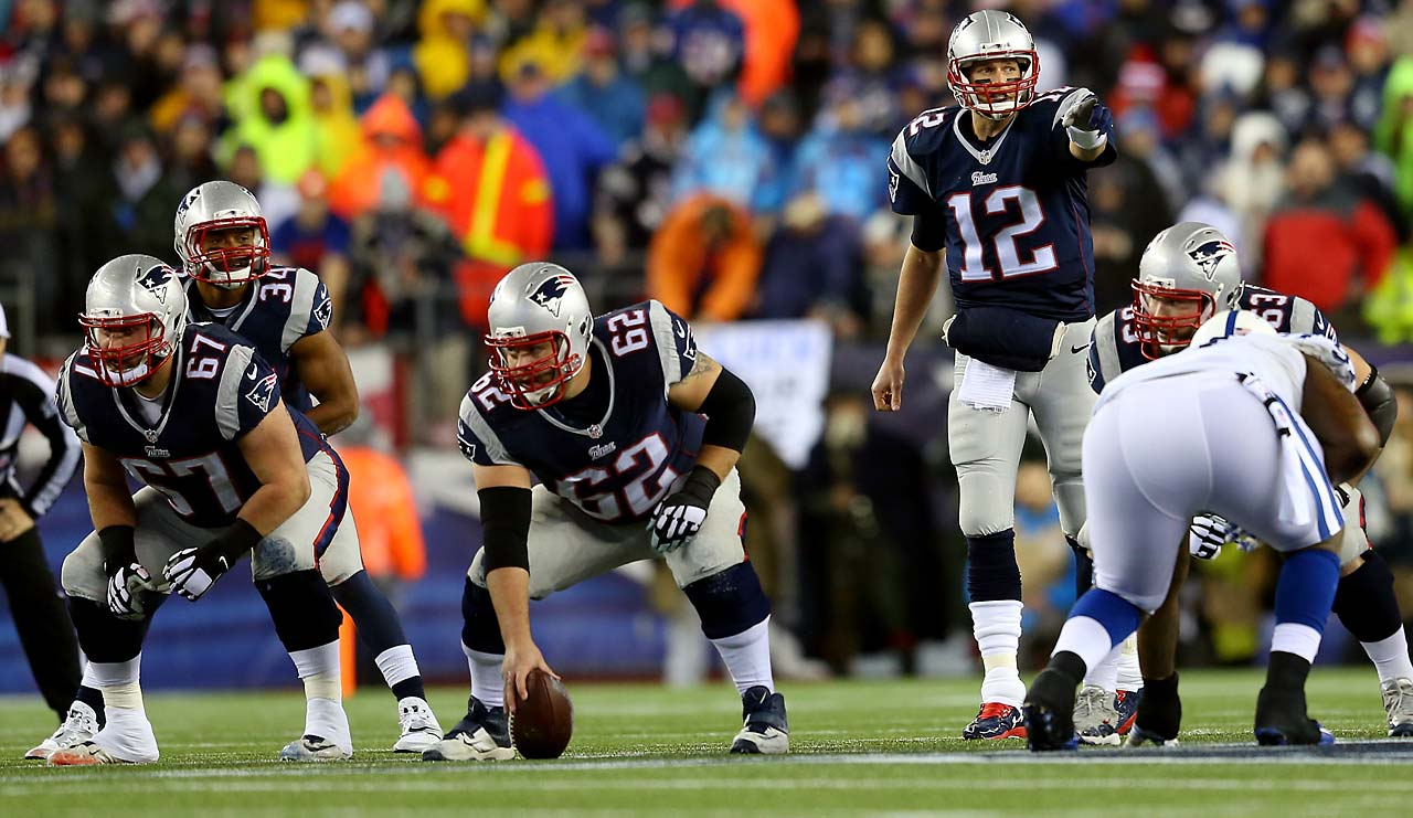 Tom Brady gestures before the snap in the first quarter against the Indianapolis Colts.