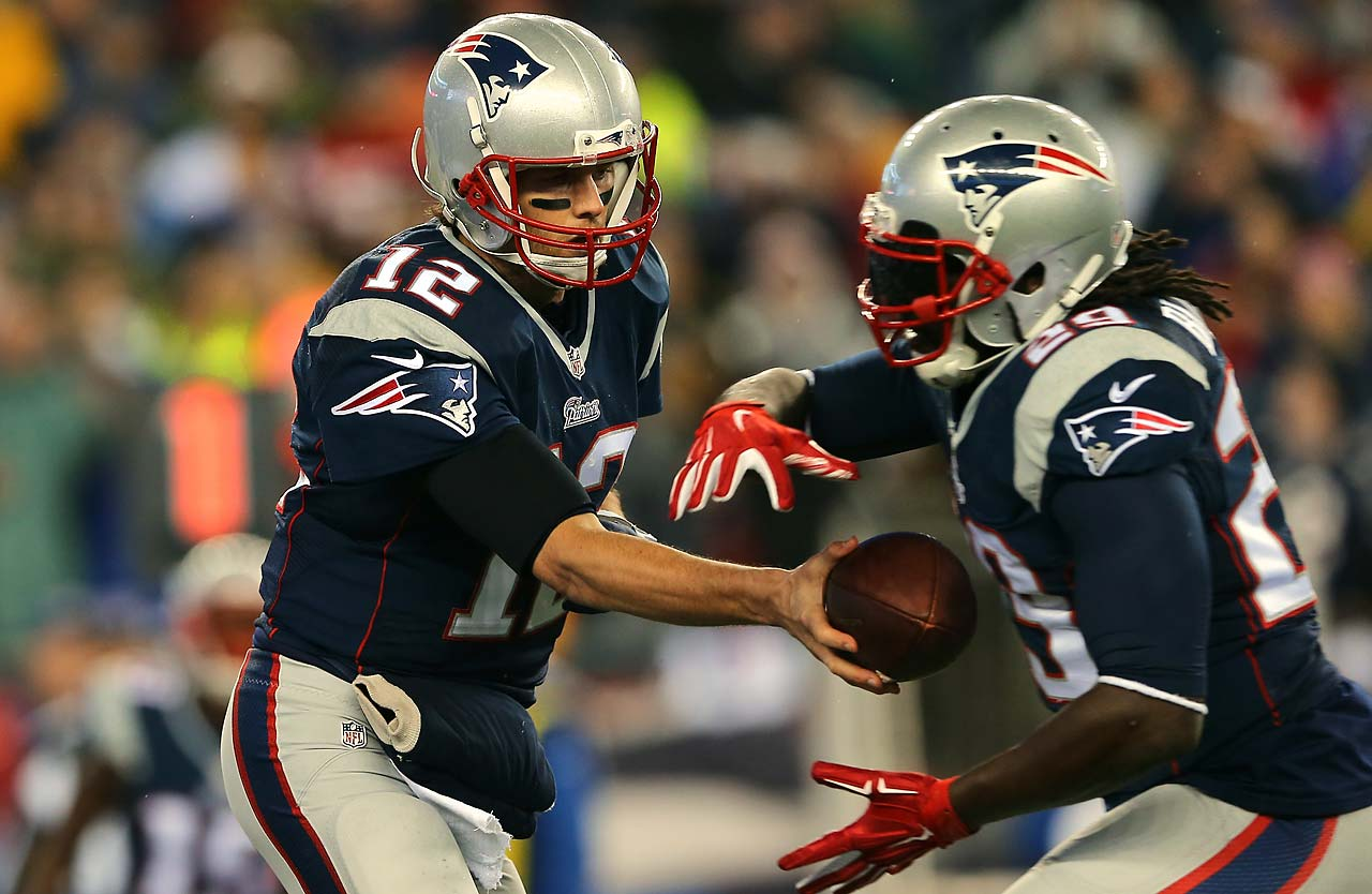 Tom Brady hands the ball off to LeGarrette Blount in the first quarter.