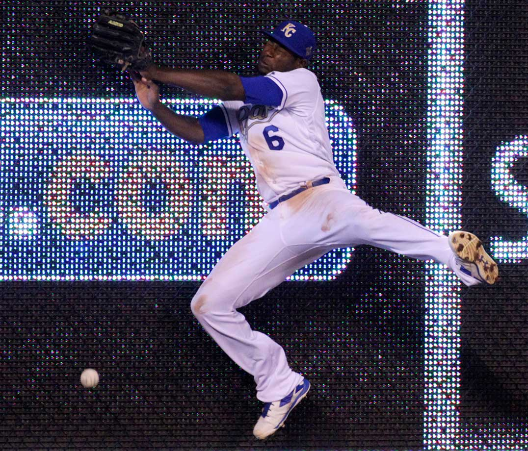 Kansas City center fielder Lorenzo Cain collides into the wall while chasing a fly ball hit by New York Mets.